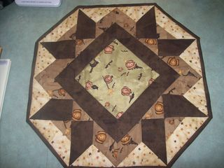 Mystery Monday Table Topper 001